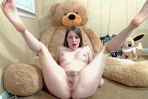 Fully nude little teen rubs clit..